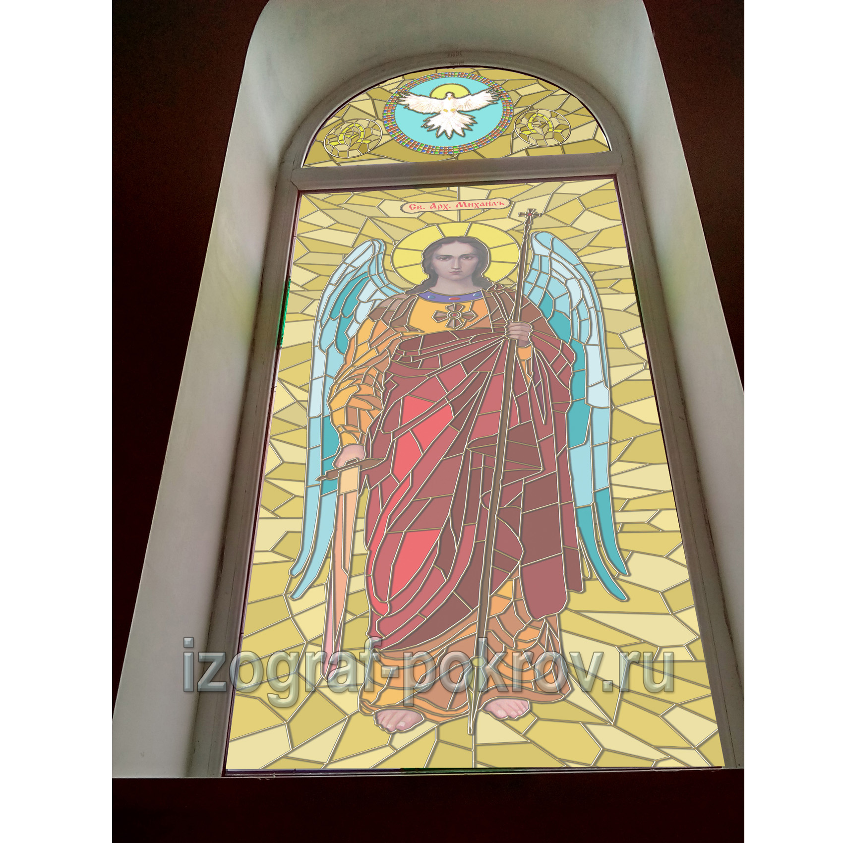 Архангел Михаил - макет витража на желтом фоне в окне