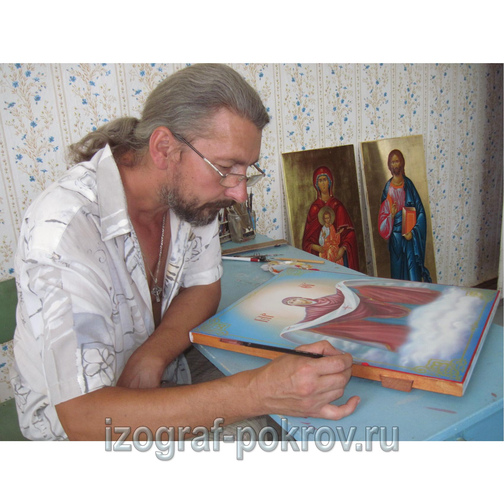 Иконописец заканчивает икону Покрова Пресвятой Богородицы