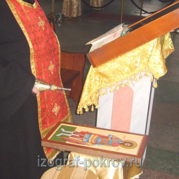 Готовую иконуа Максима Антиохийского воина освятил настоятель храма Покрова Пресвятой Богородицы