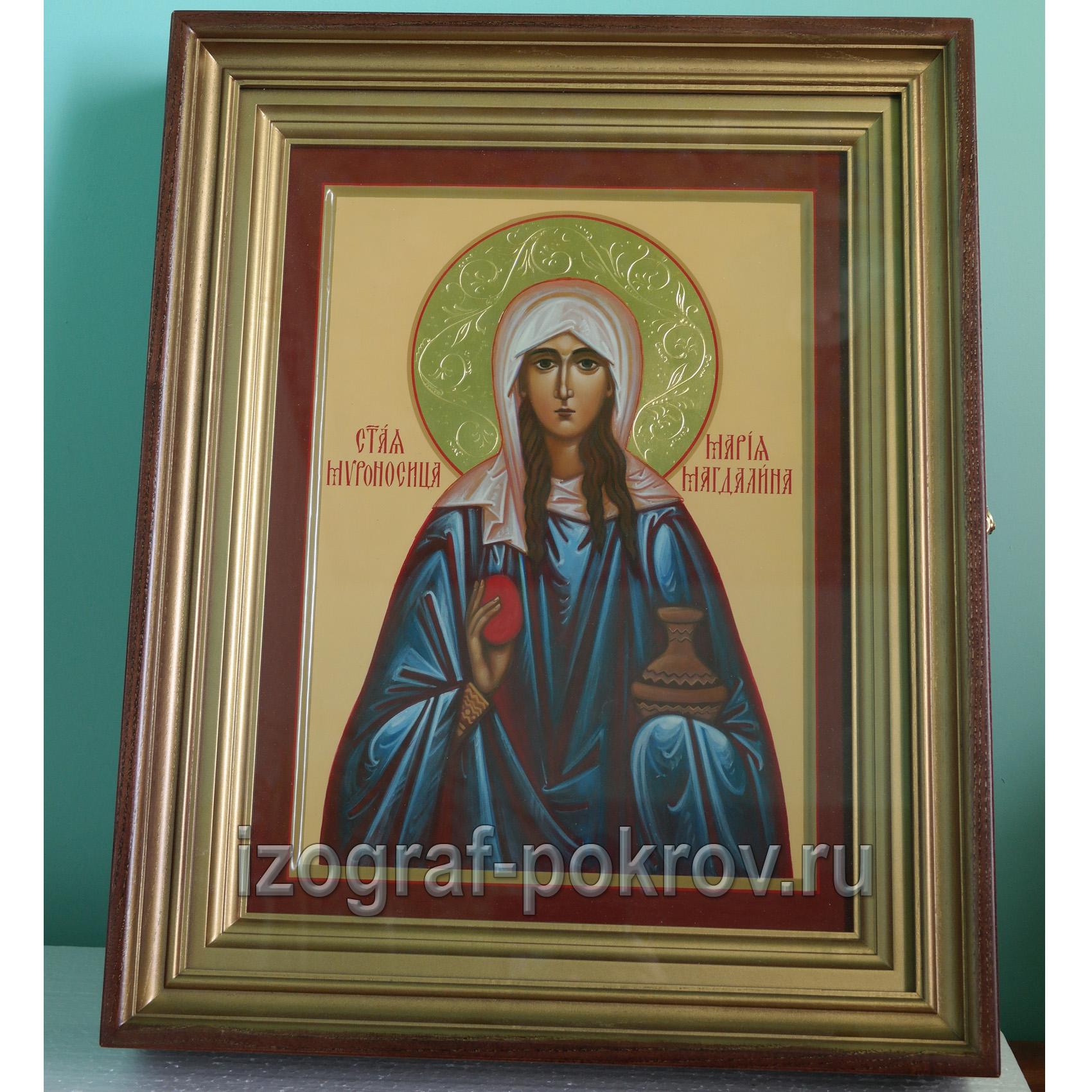Икона Мария Магдалина с узорчатым нимбом в киоте