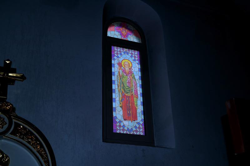 Витраж на окнах храма