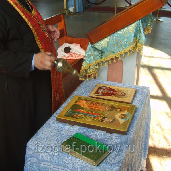 По окончании работ икону Слово плоть бысть Богородицы и икону св. Петра и Февронии настоятель освящает в храме Покрова Покрова Пресвятой Богородицы