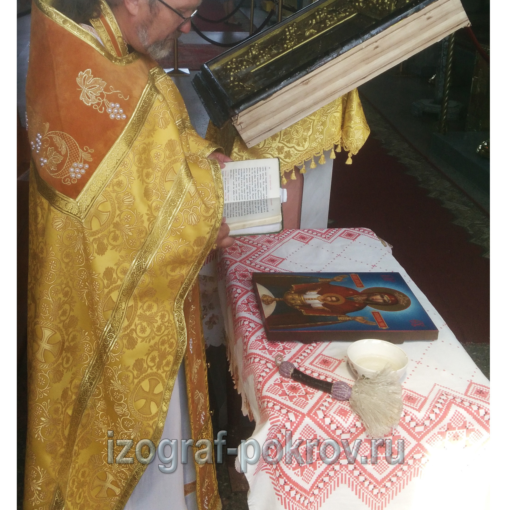 Освящение иконы Богородицы Неупиваемая Чаша в храме